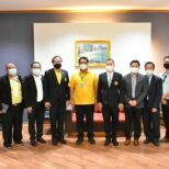 Executive of Kasetsart University Sriracha Campus with EEC representatives met with the Mayor of Pattaya to present and discuss opinions and policies of demonstration project of the complete use of electric transportation in the EEC area (Pattaya City)